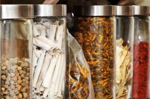 Menggunakan Obat Herbal